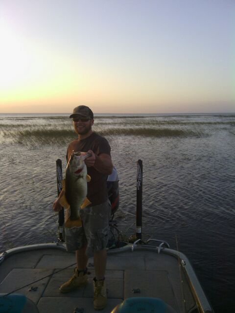 Lake okeechobee stable weather equals big bass lake for Lake okeechobee fishing guides