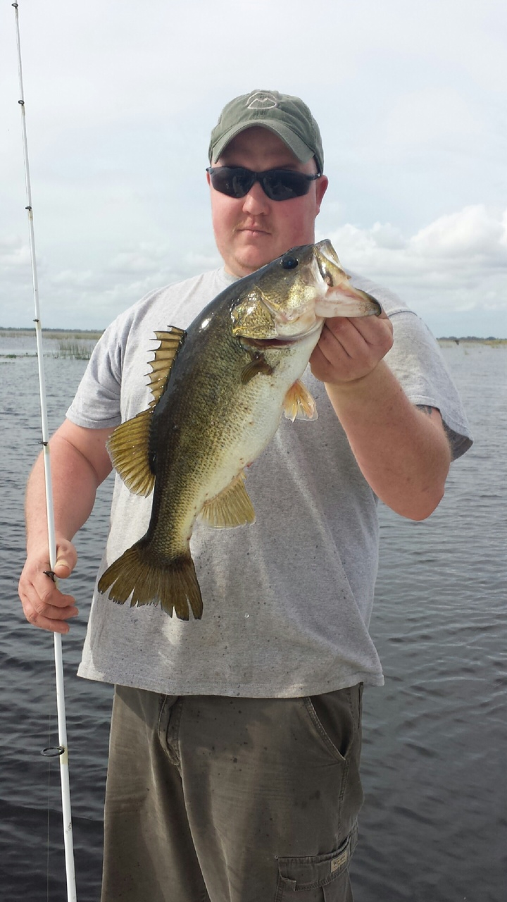 Barnett1228131 lake okeechobee bass fishing guides for Lake okeechobee fishing guides
