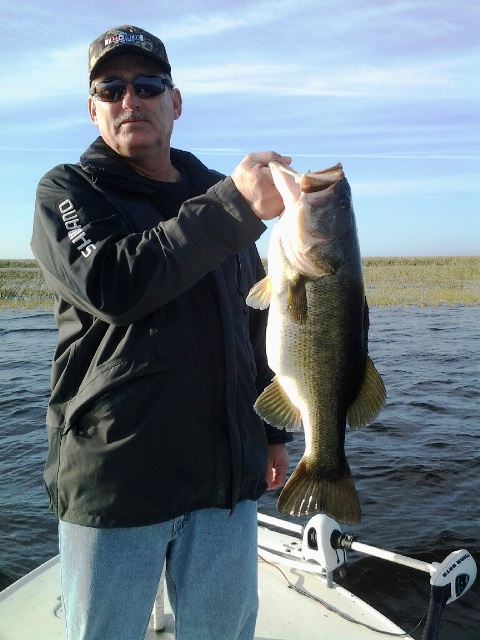 Dale uzmack lake okeechobee bass fishing guides for Lake okeechobee fishing guides